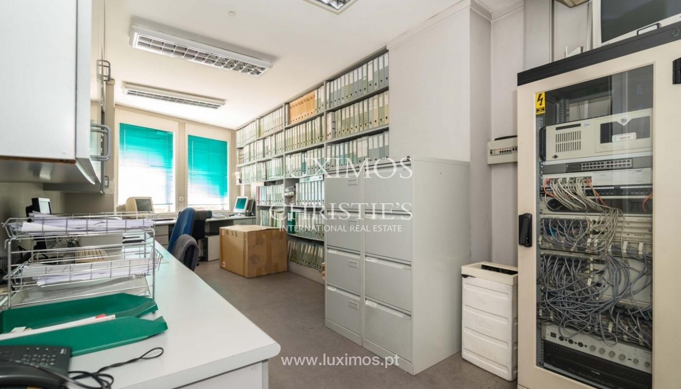 Office/Clinic in a central location, Lordelo do Ouro, Porto, Portugal_44760