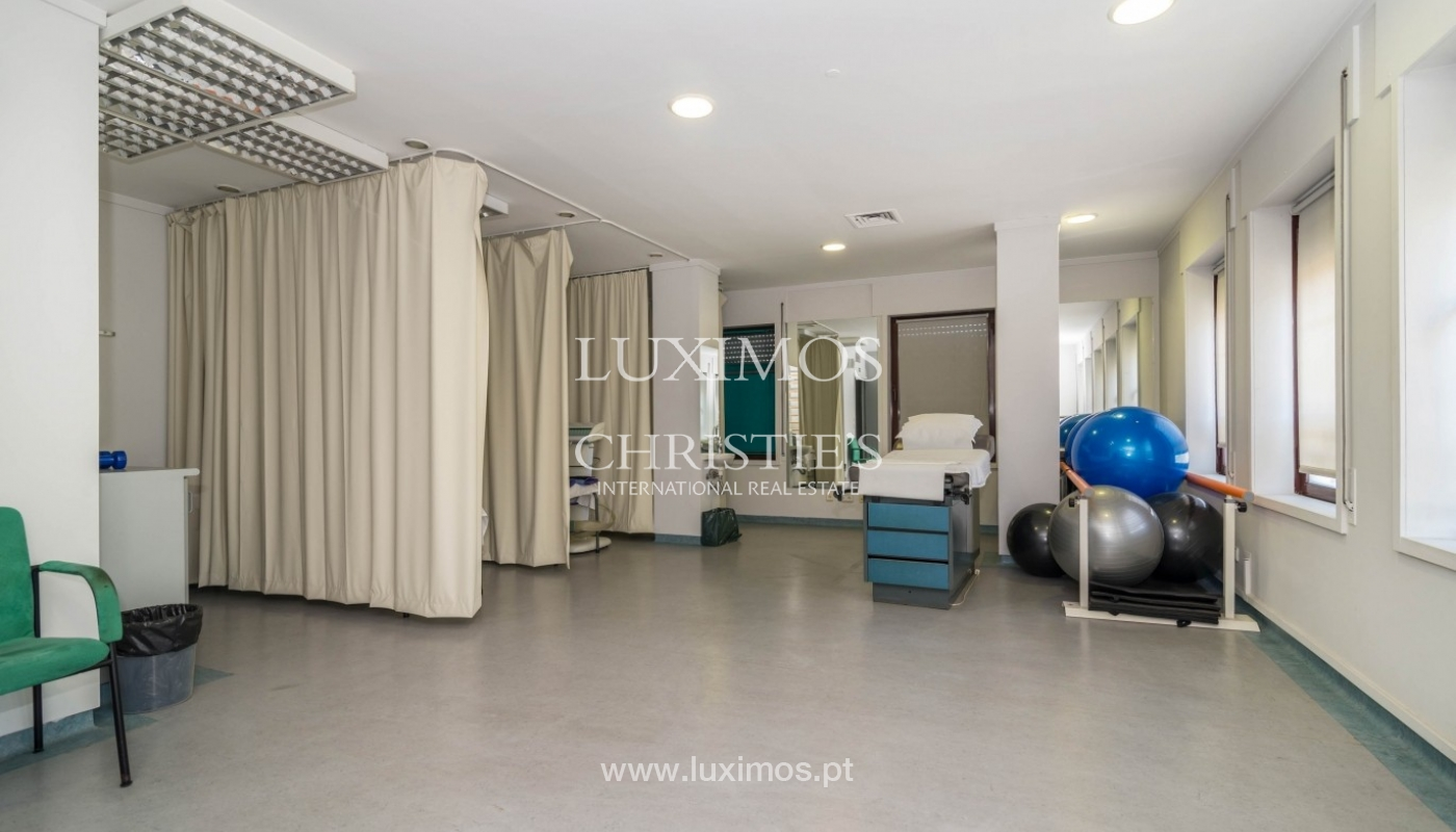 Office/Clinic in a central location, Lordelo do Ouro, Porto, Portugal_44775