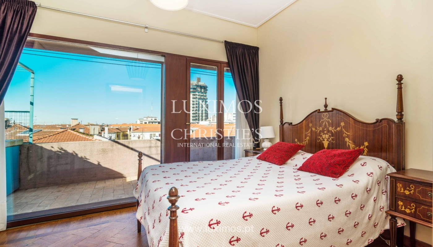 Sale of apartment with terrace in downtown Porto_51447
