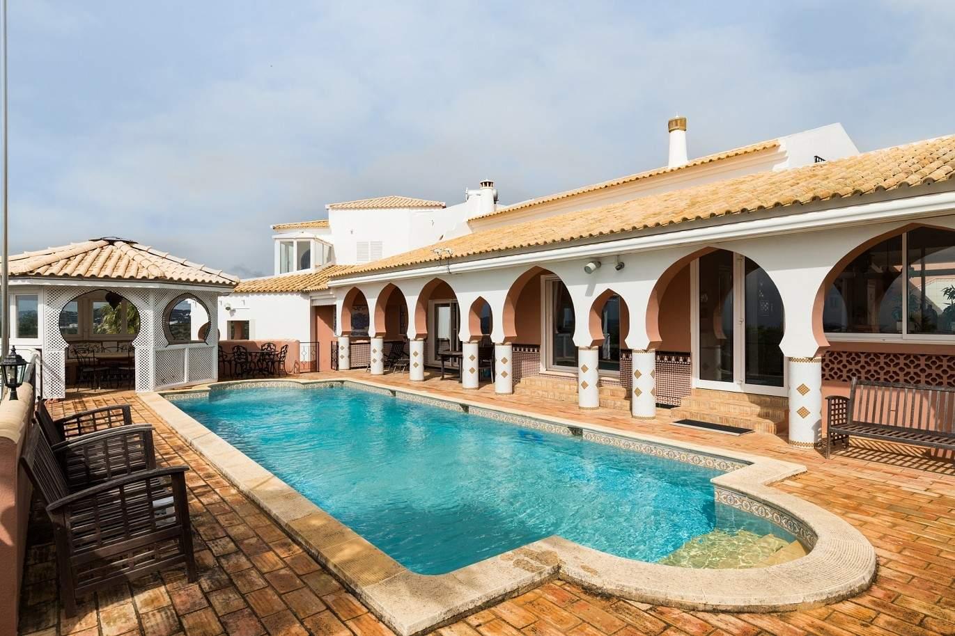 moradia-a-venda-com-piscina-terraco-e-vista-mar-faro-algarve