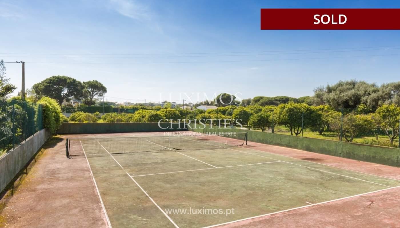Freistehende villa zum Verkauf, pool, Garten und Tennisplatz, Quarteira, Algarve, Portugal_56638