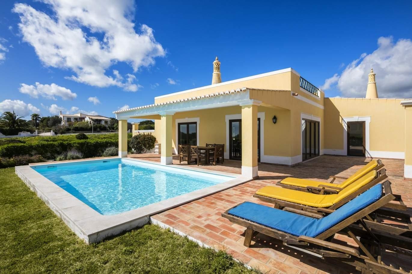 villa-zum-verkauf-mit-pool-nahe-dem-strand-lagos-algarve-portugal