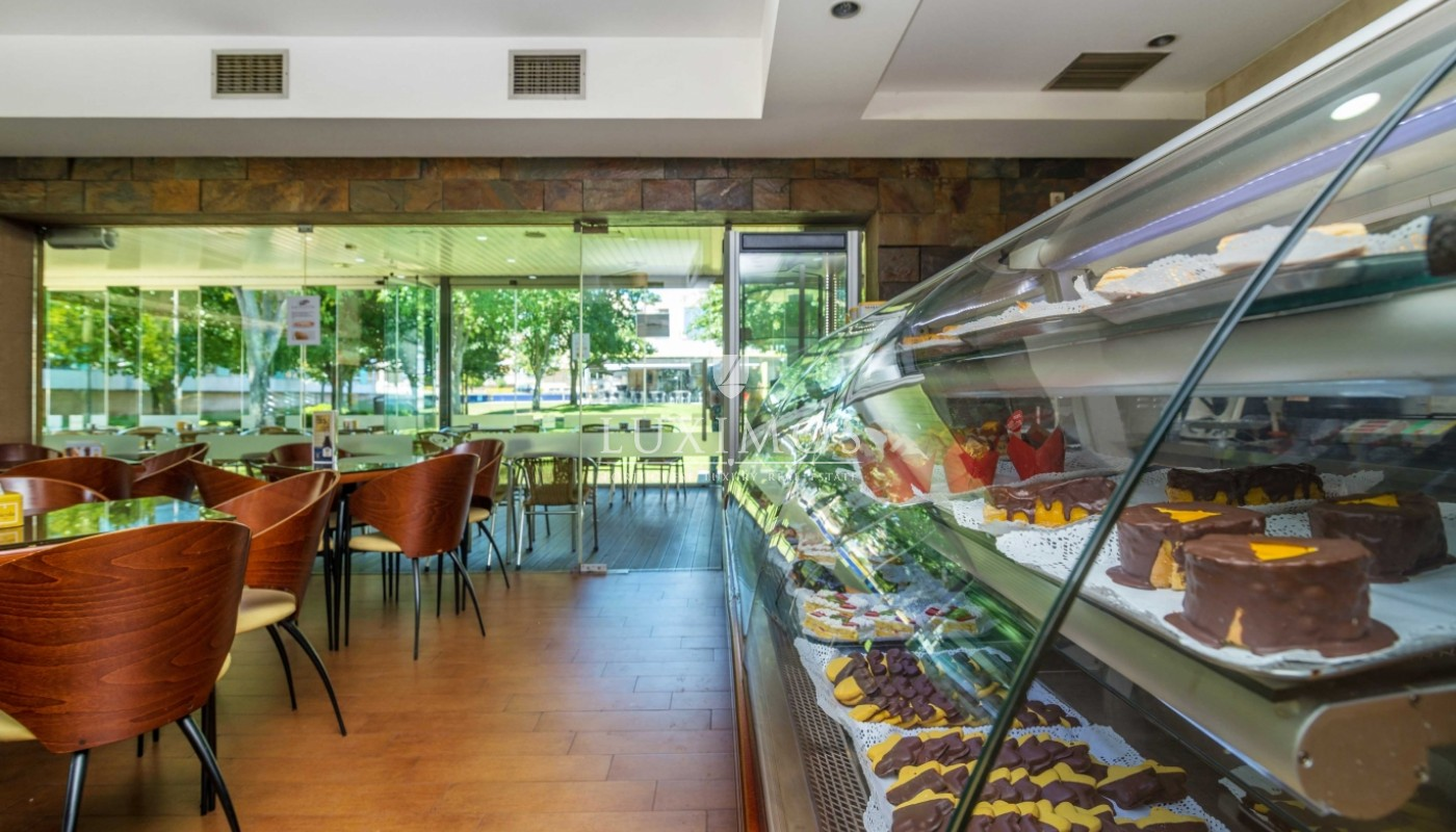 Sale of confectionery with a terrace and garden, Maia, Porto, Portugal_66356