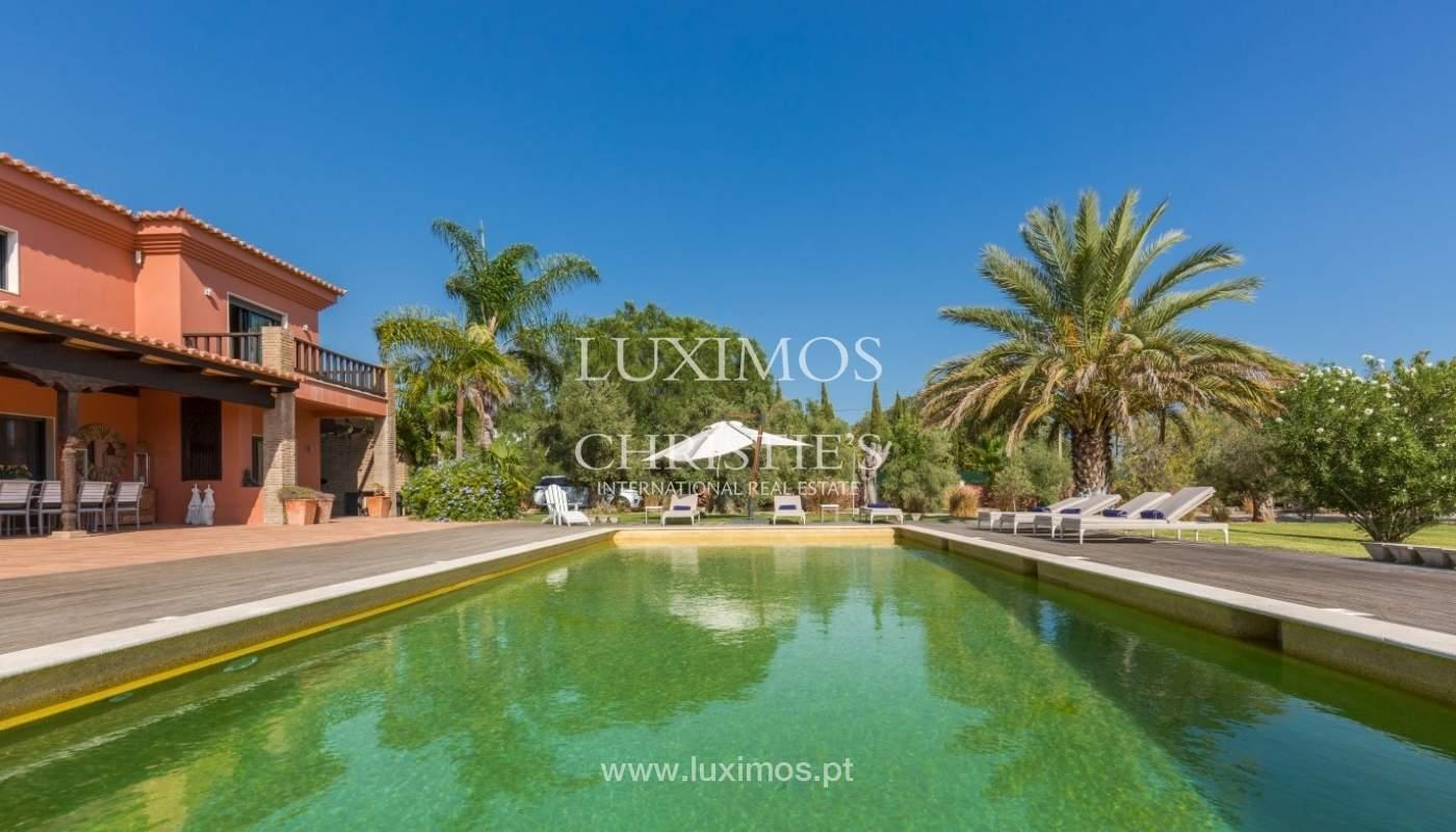 Venda de luxuosa moradia com piscina, perto do mar, Quarteira, Algarve_67359