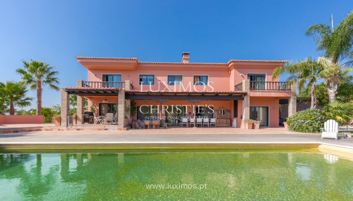 Venda de luxuosa moradia com piscina, perto do mar, Quarteira, Algarve_67361
