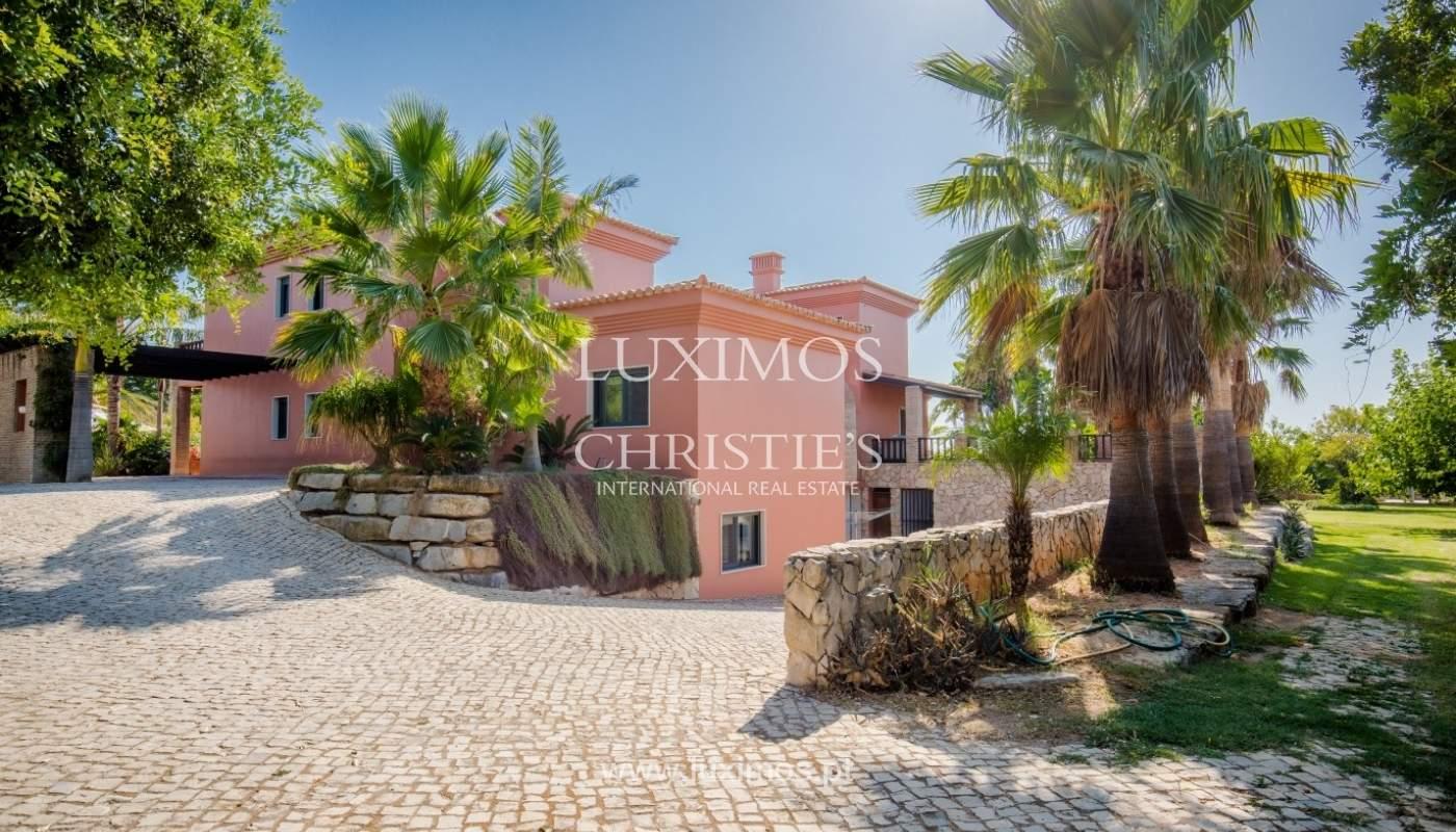 Venda de luxuosa moradia com piscina, perto do mar, Quarteira, Algarve_67364