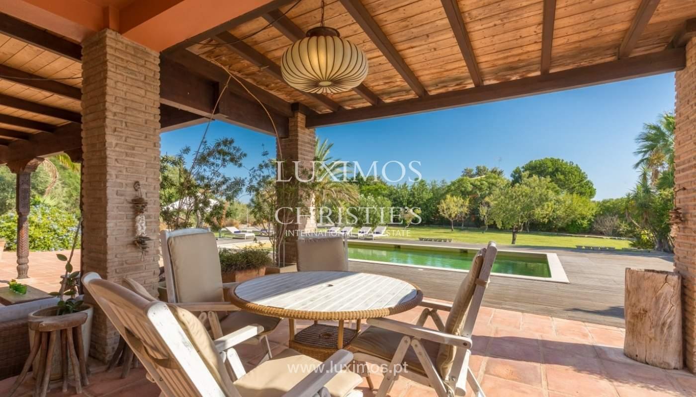 Venda de luxuosa moradia com piscina, perto do mar, Quarteira, Algarve_67367