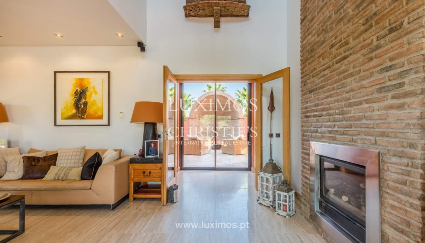 Venda de luxuosa moradia com piscina, perto do mar, Quarteira, Algarve_67373