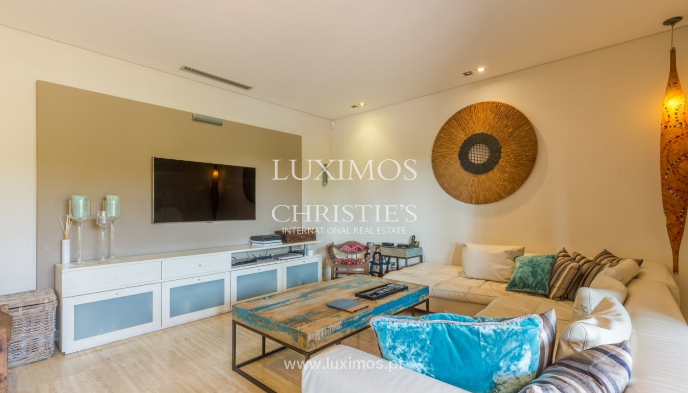 Venda de luxuosa moradia com piscina, perto do mar, Quarteira, Algarve_67374