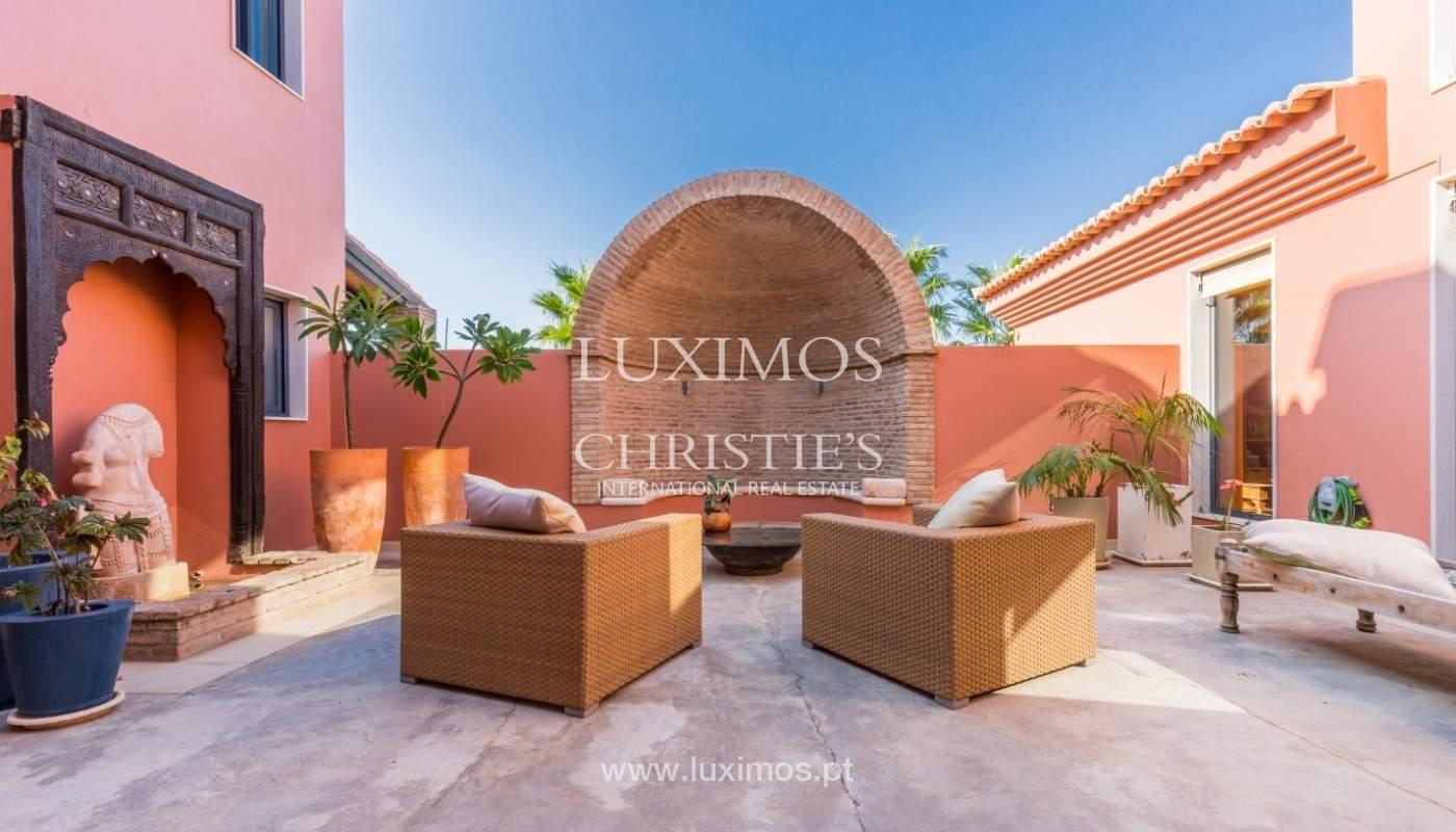 Venda de luxuosa moradia com piscina, perto do mar, Quarteira, Algarve_67376