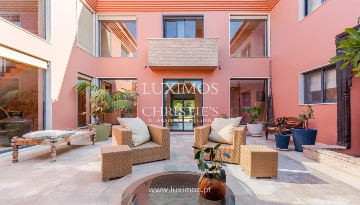 Venda de luxuosa moradia com piscina, perto do mar, Quarteira, Algarve_67378