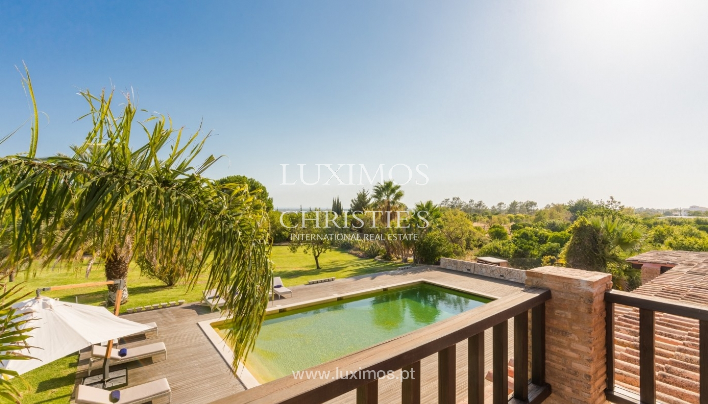 Venda de luxuosa moradia com piscina, perto do mar, Quarteira, Algarve_67387