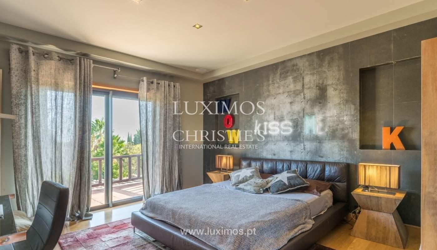 Venda de luxuosa moradia com piscina, perto do mar, Quarteira, Algarve_67389