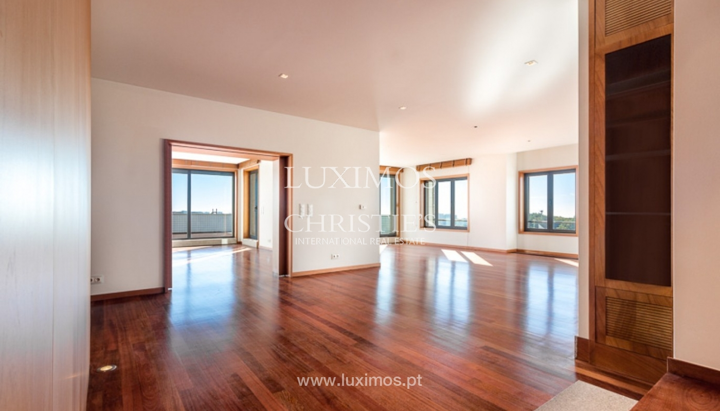 Sale of penthouse with ocean views, in prime area of Porto, Portugal_68669