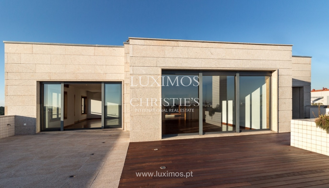Sale of penthouse with ocean views, in prime area of Porto, Portugal_68671