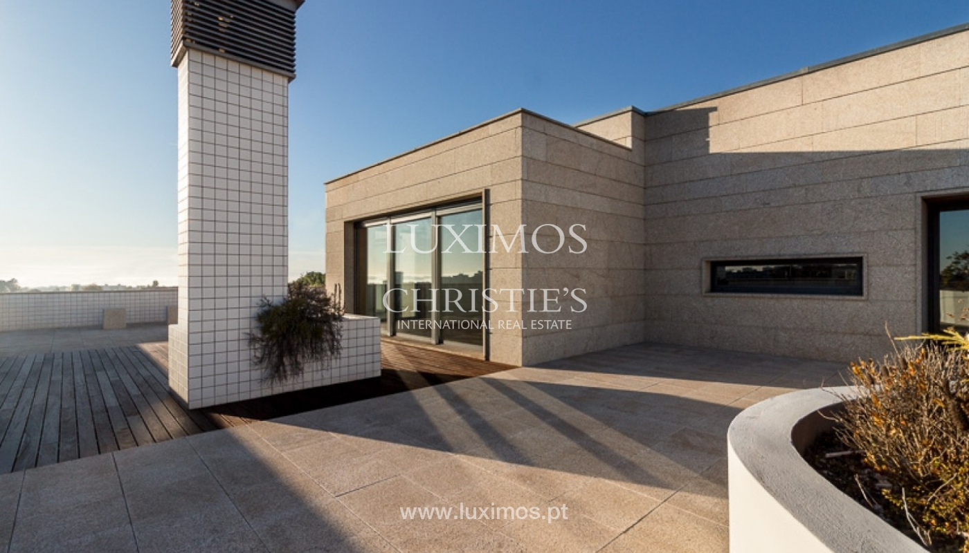 Sale of penthouse with ocean views, in prime area of Porto, Portugal_68674