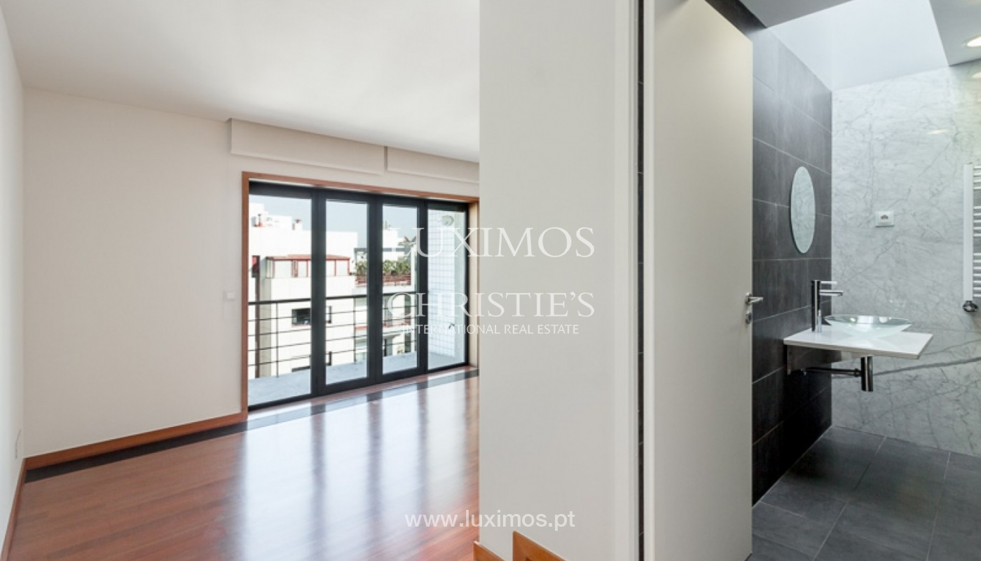 Sale of penthouse with ocean views, in prime area of Porto, Portugal_68676