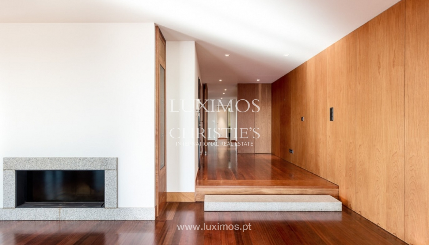 Sale of penthouse with ocean views, in prime area of Porto, Portugal_68677