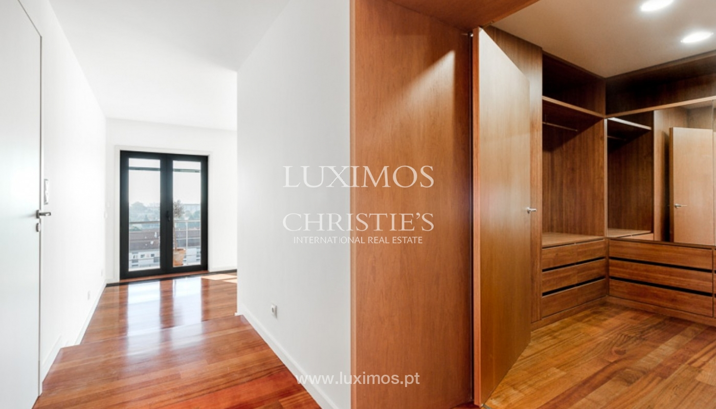 Sale of penthouse with ocean views, in prime area of Porto, Portugal_68682