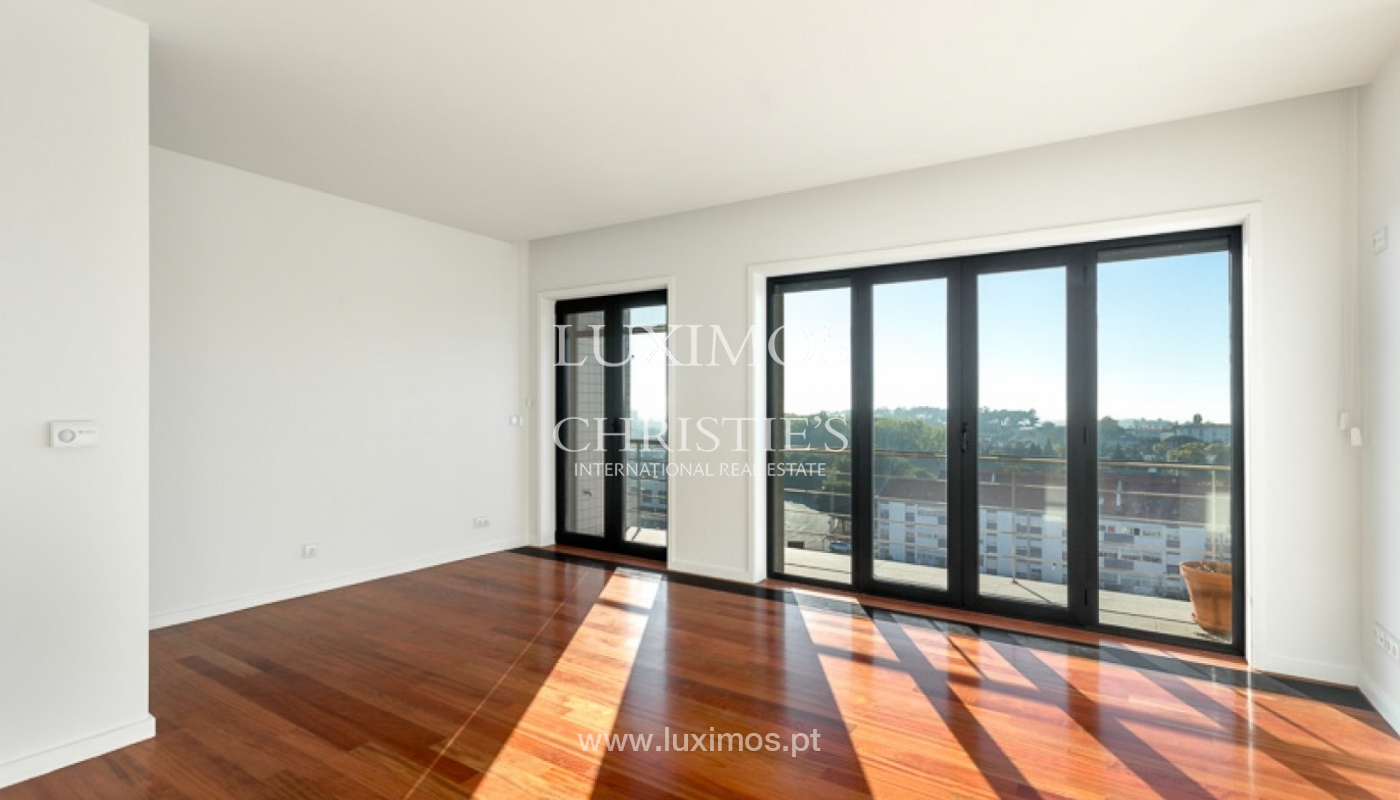 Sale of penthouse with ocean views, in prime area of Porto, Portugal_68683
