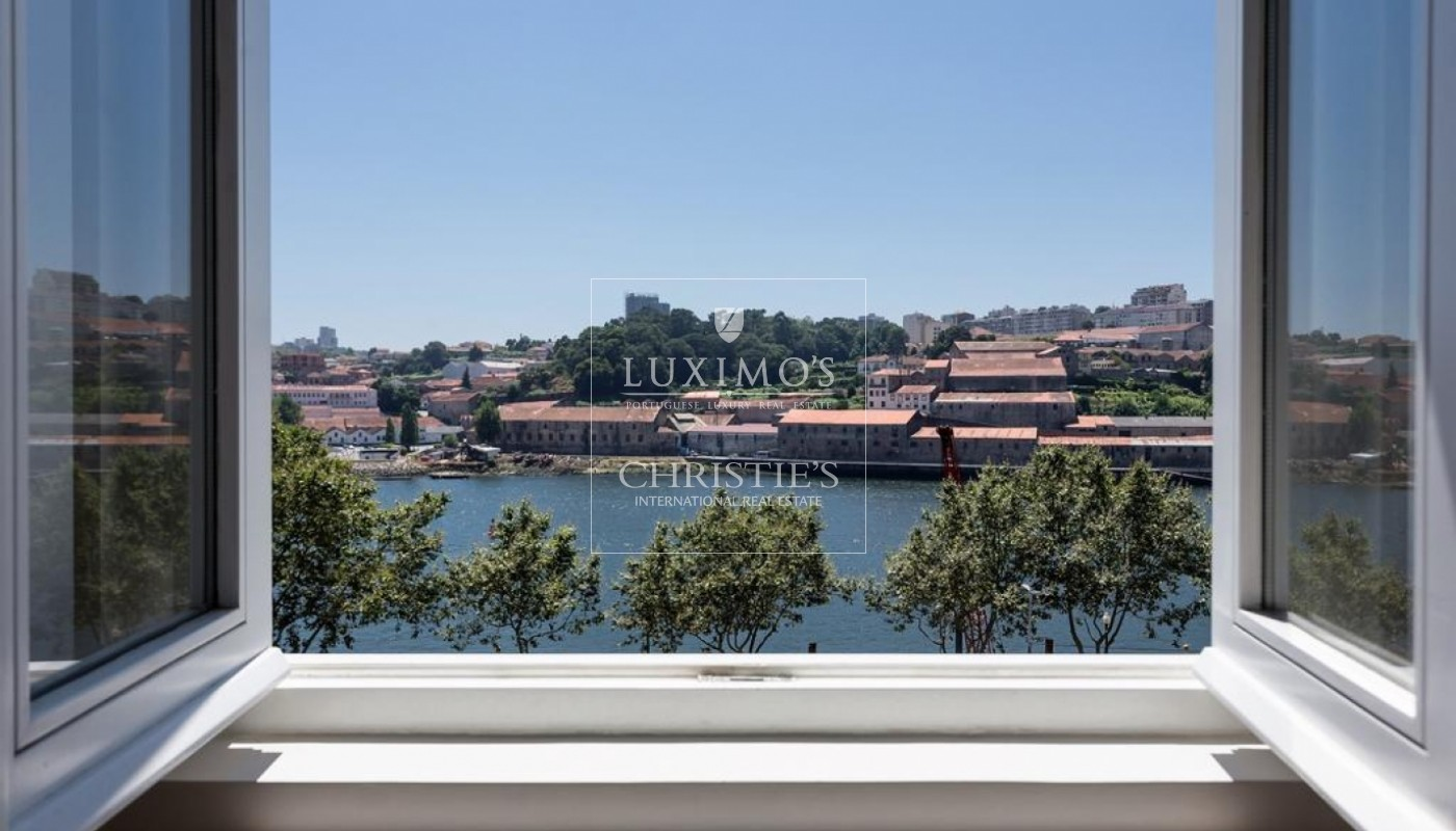 Building with views to Douro River, Porto, Portugal _73079
