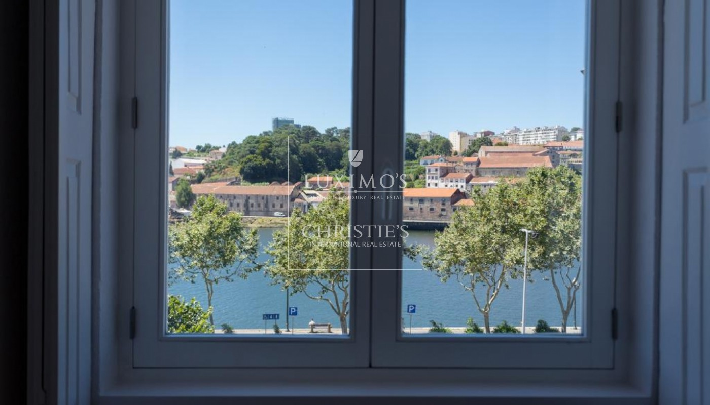 Building with views to Douro River, Porto, Portugal _73096