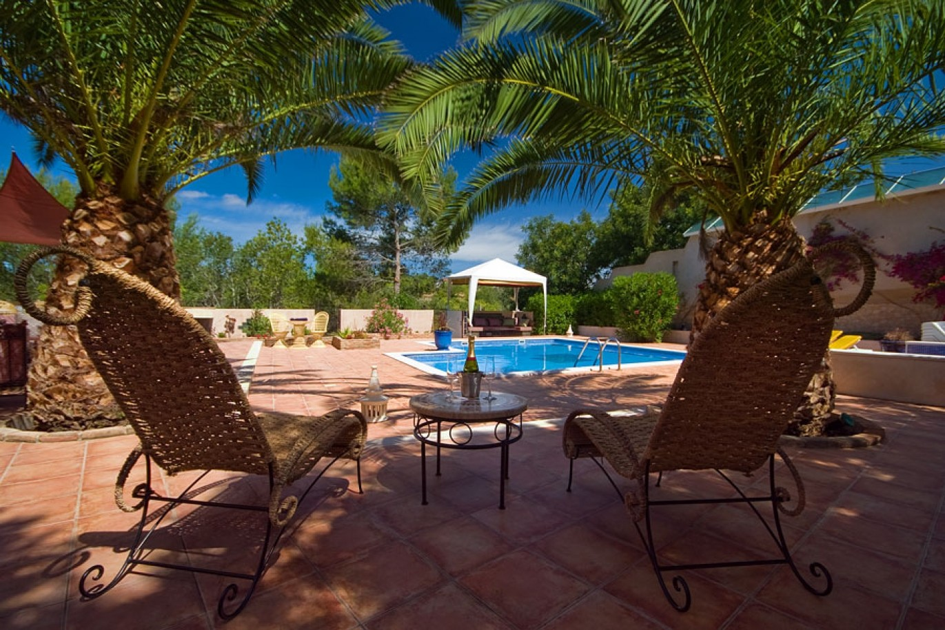 villa-for-sale-pool-near-beach-golf-armacao-pera-algarve-portugal