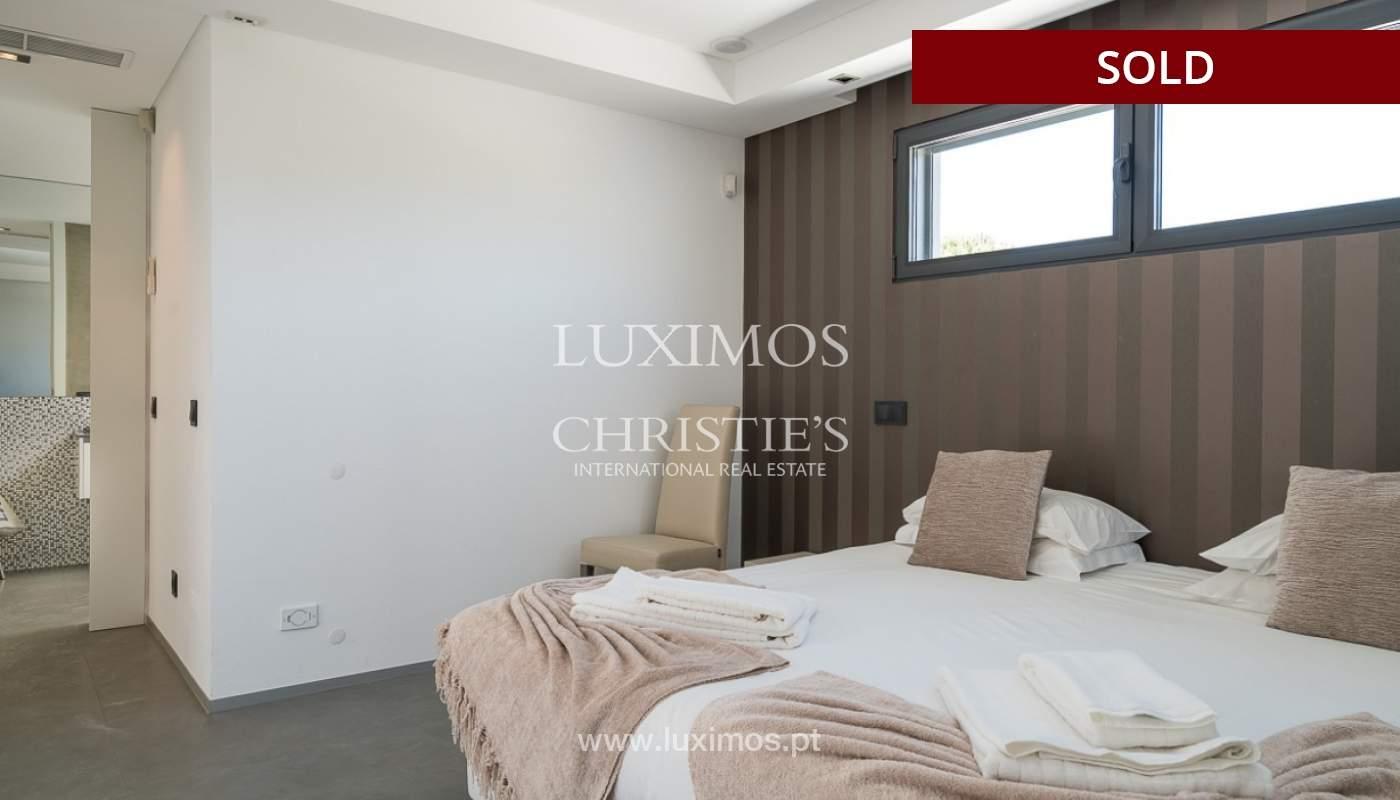 Villa en venta con piscina, junto a golf, Vilamoura, Algarve, Portugal_78042
