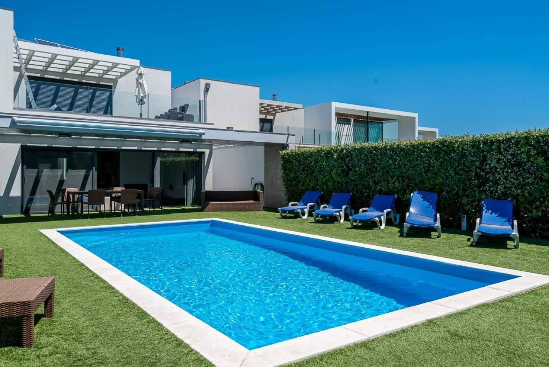 moradia-a-venda-piscina-junto-a-golfe-vilamoura-algarve-portugal