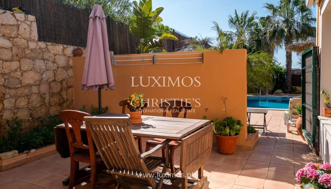 Villa individuelle à vendre, piscine, terrasse, près de plage et golf, Alvor, Algarve, Portugal_78513