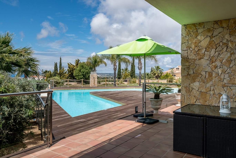 moradia-a-venda-com-piscina-terraco-e-vistas-mar-albufeira-algarve