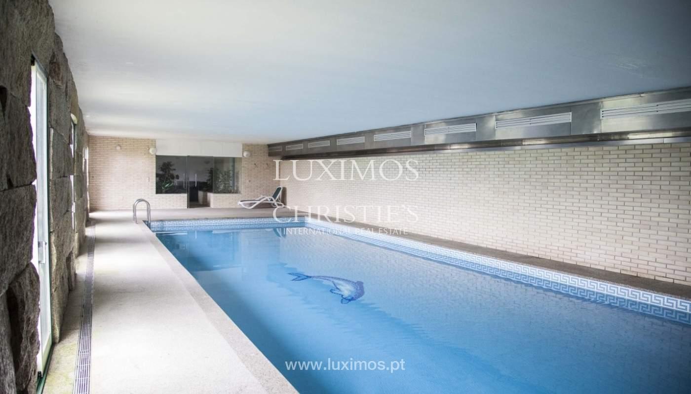 Bauernhaus mit swimming-pool, Tennisplatz und den Boden auf die Wand, den Hafen_8359