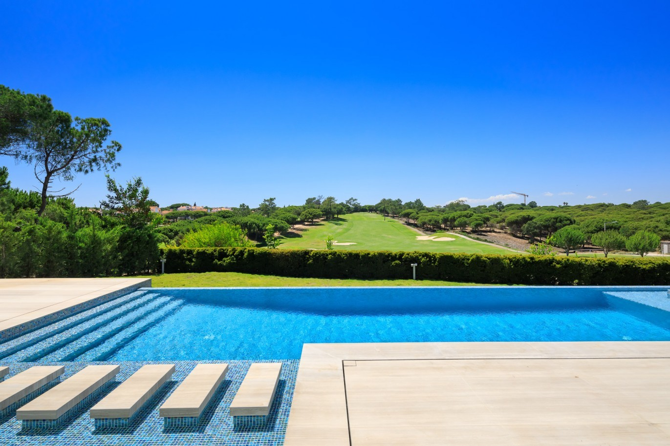 sale-of-modern-villa-with-golf-view-in-vale-do-lobo-algarve-portugal
