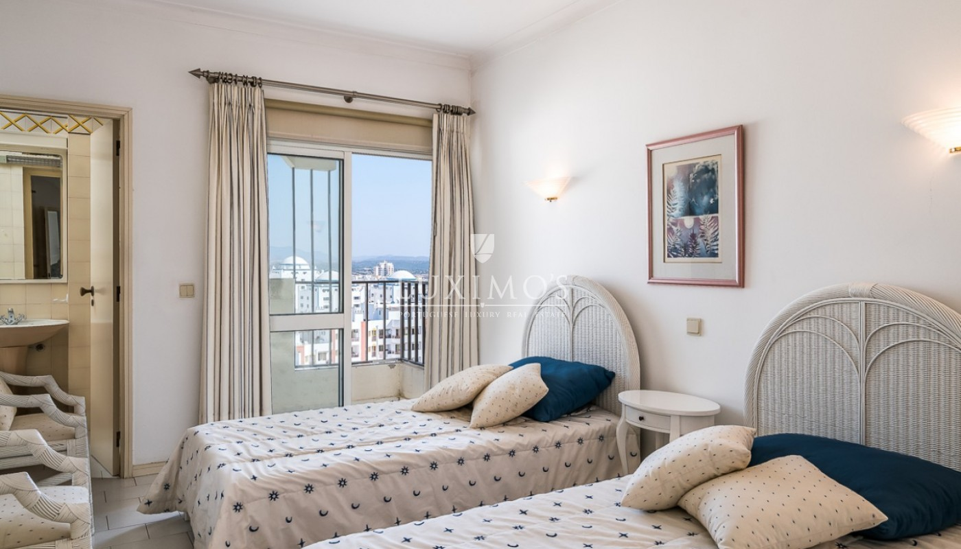 Sale of sea view penthouse apartment in Portimão, Algarve, Portugal_85501