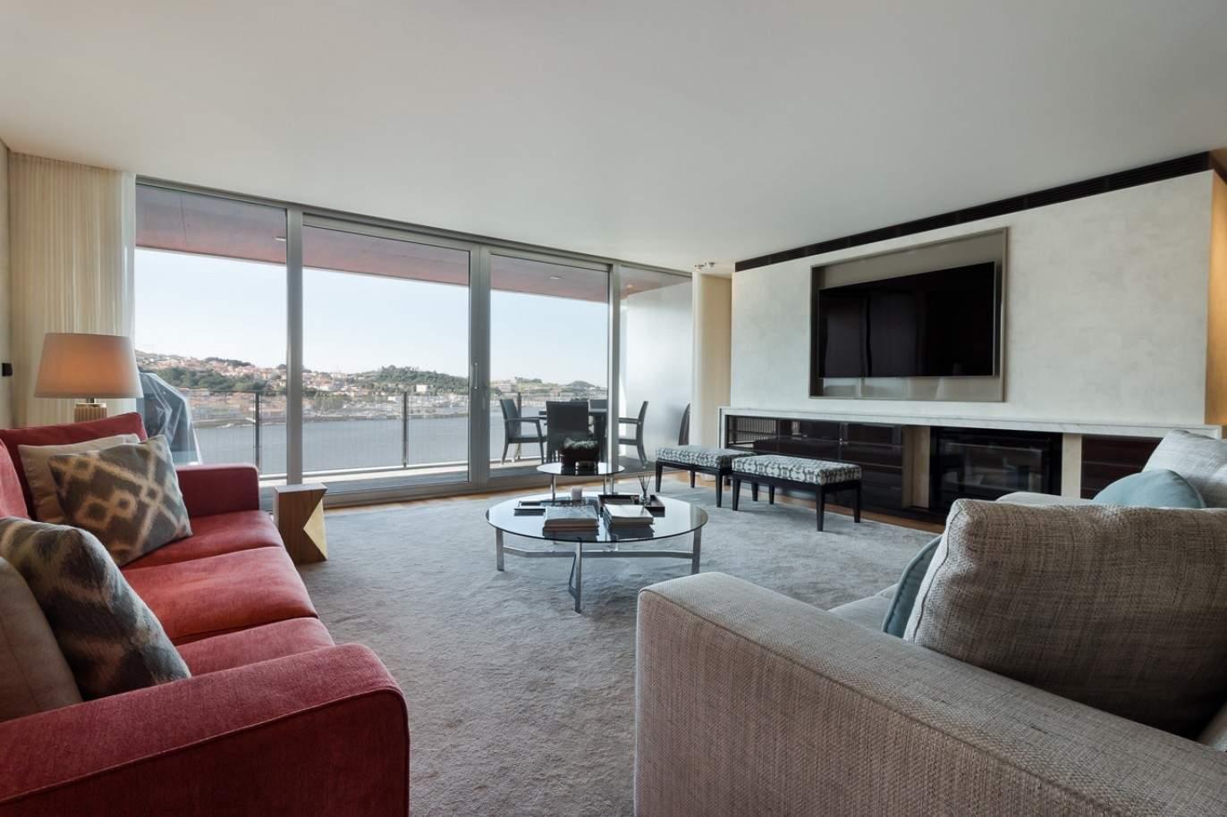 apartamento-de-luxo-em-condominio-fechado-ouro-porto