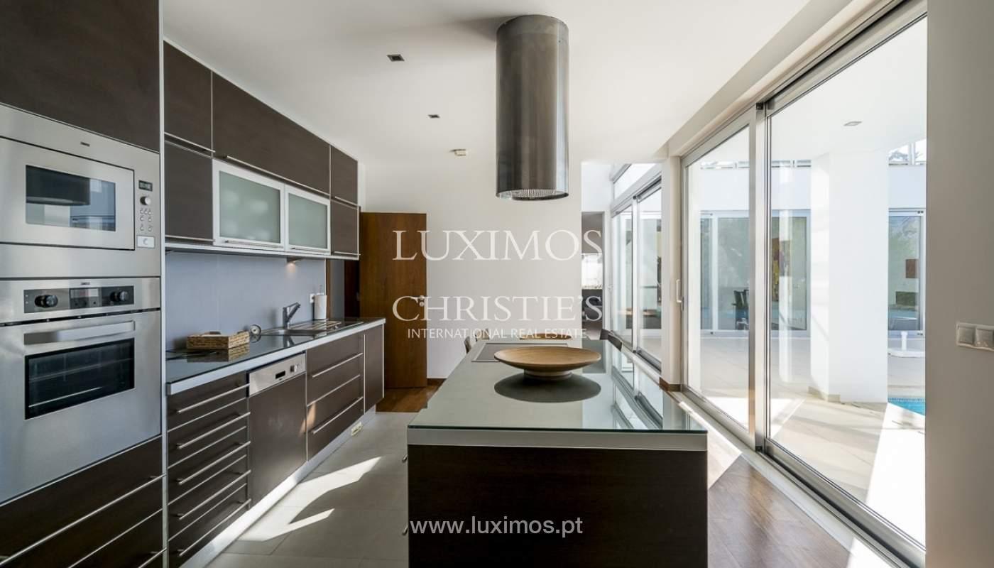 Venta de villa moderna con vista mar en Albufeira, Algarve, Portugal_89257