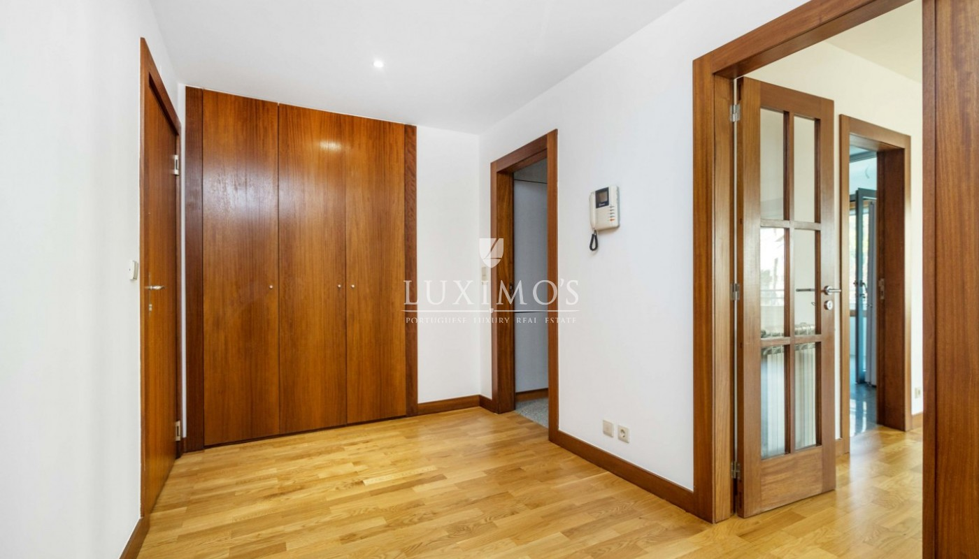 Sale of apartment as new, with balcony, Lordelo Ouro, Porto, Portugal_95574