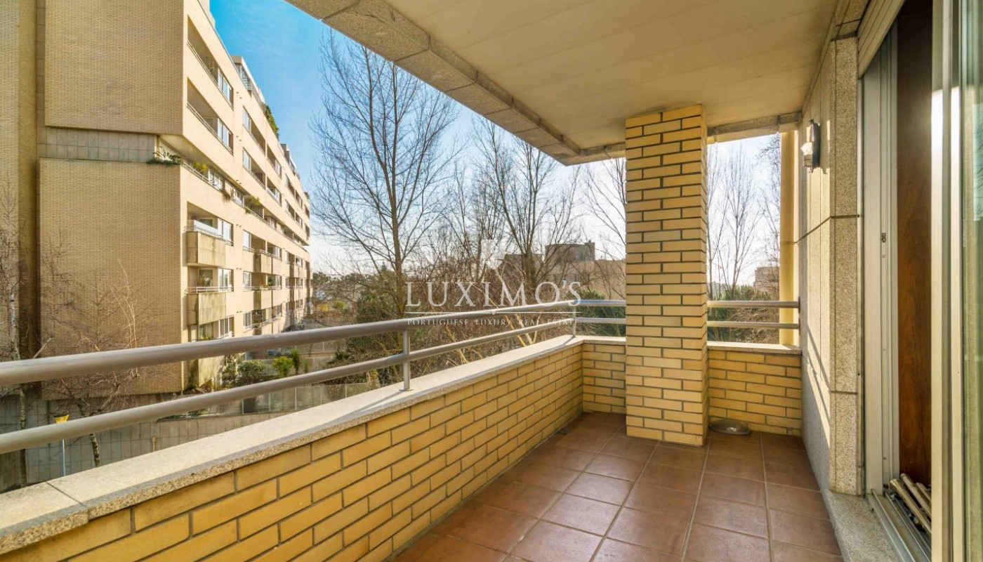 Sale of apartment as new, with balcony, Lordelo Ouro, Porto, Portugal_95577