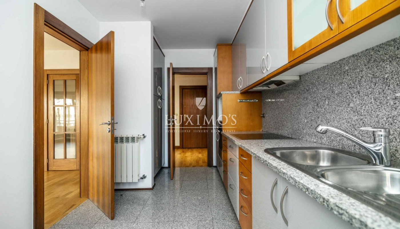 Sale of apartment as new, with balcony, Lordelo Ouro, Porto, Portugal_95579