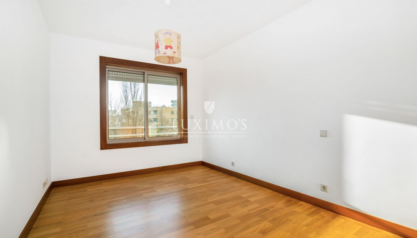 Sale of apartment as new, with balcony, Lordelo Ouro, Porto, Portugal_95585