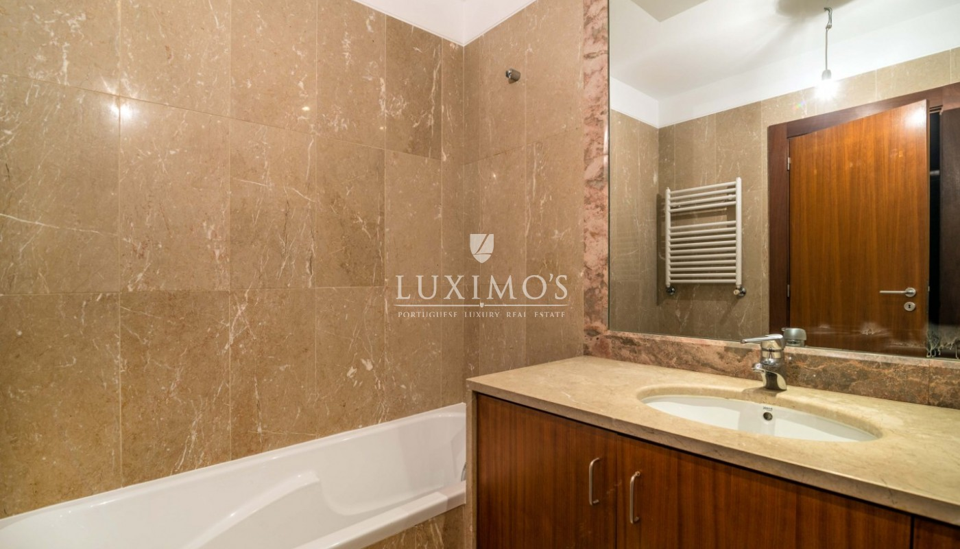 Sale of apartment as new, with balcony, Lordelo Ouro, Porto, Portugal_95589