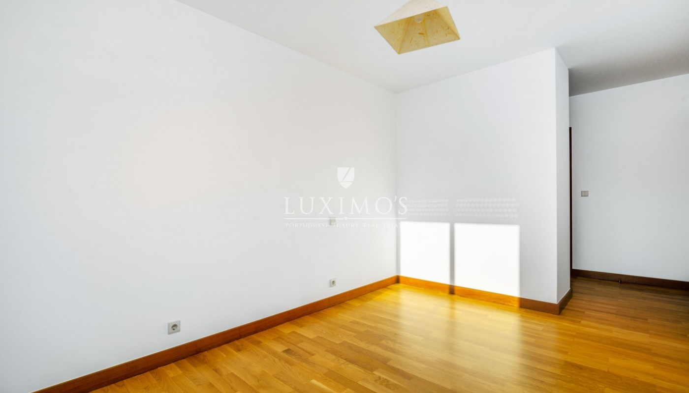 Sale of apartment as new, with balcony, Lordelo Ouro, Porto, Portugal_95591