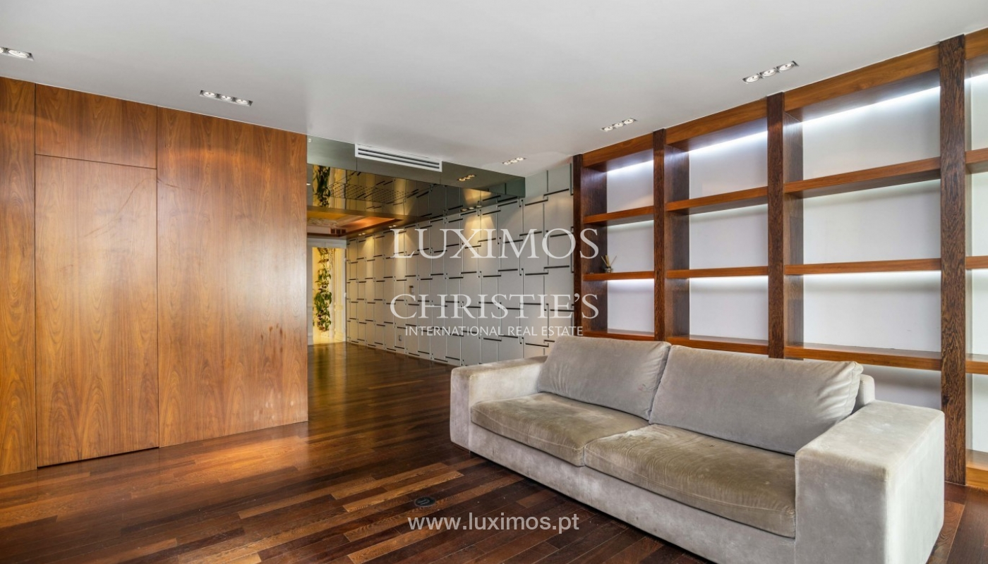 Sale of apartment with sea front, by the beach, Póvoa Varzim, Portugal_95675