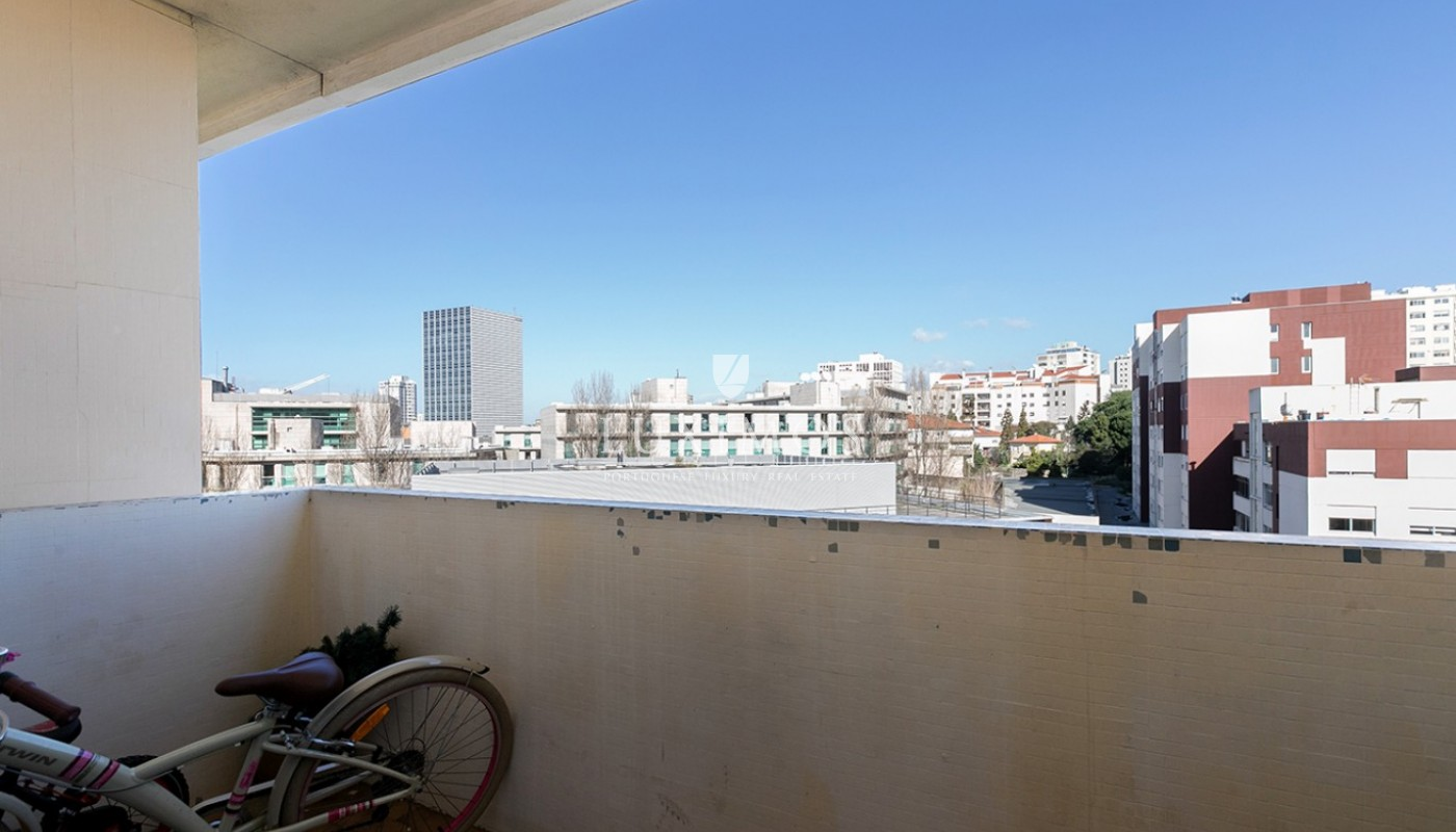 Sale of apartment in central location, Boavista, Porto, Portugal_96429