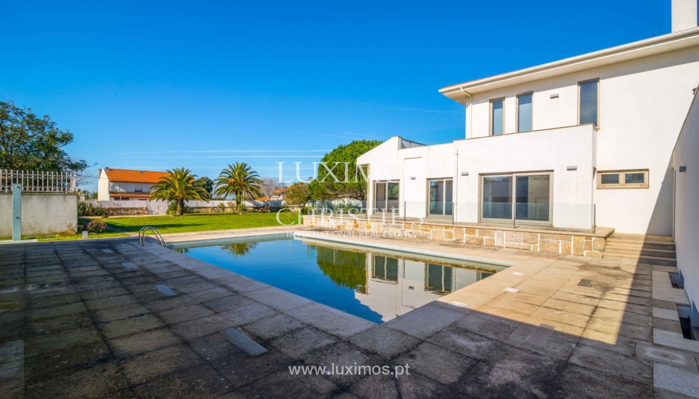 Sale of villa with garden and pool, near golf, V. N. Gaia, Portugal_96870