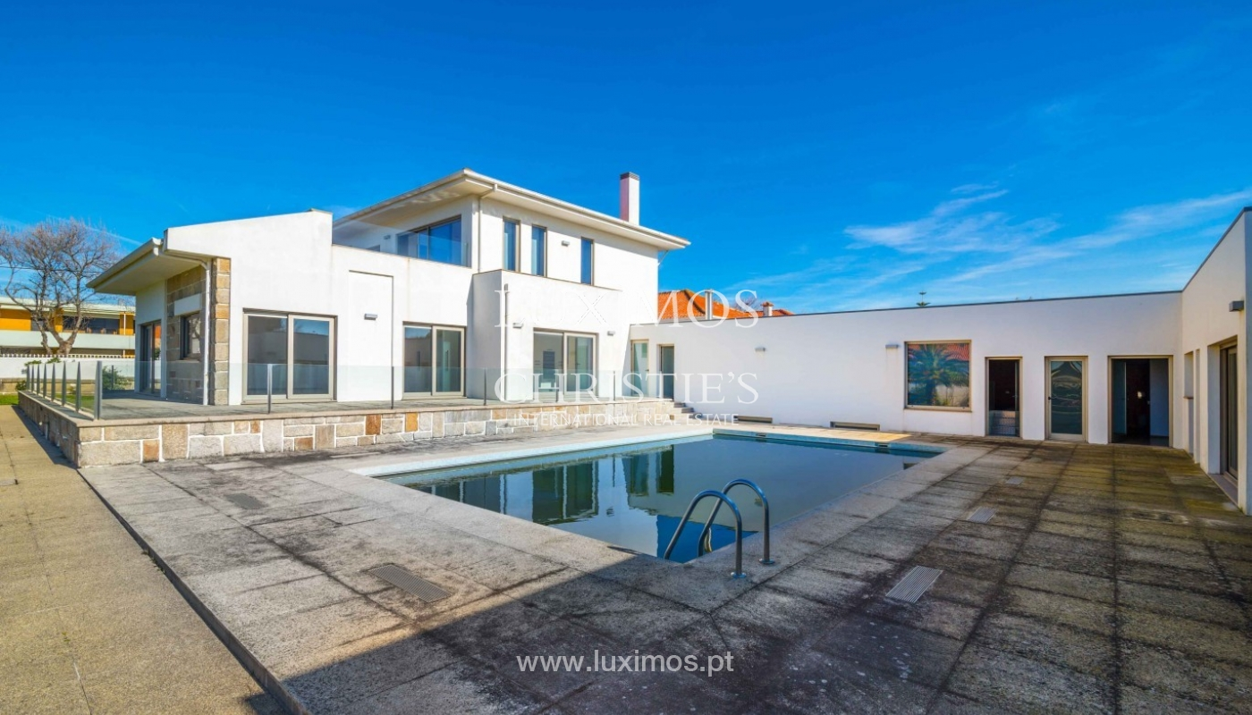 Sale of villa with garden and pool, near golf, V. N. Gaia, Portugal_96871