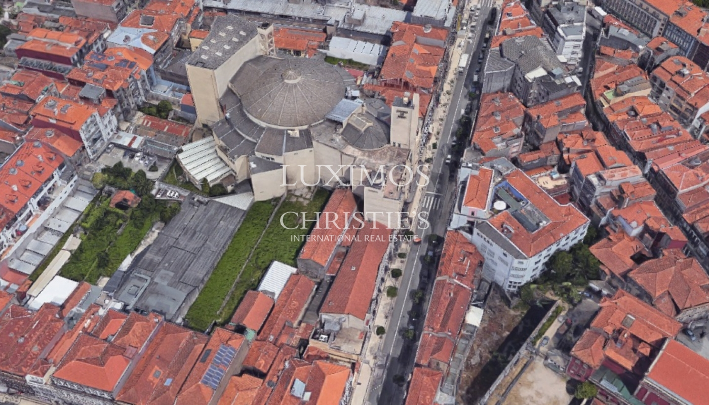 Sale of Building with patio, in downtown Porto, Portugal_98895