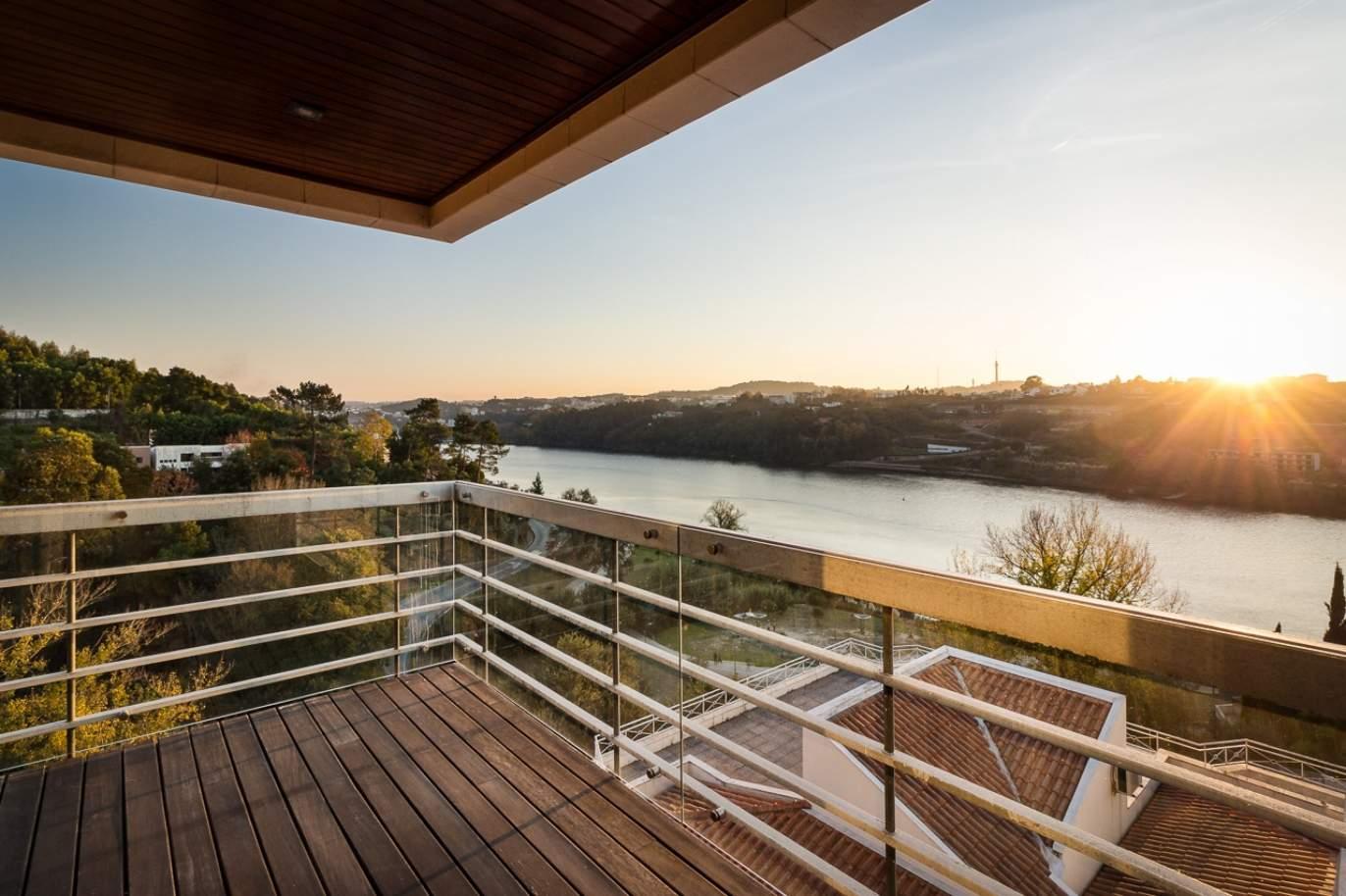 venda-de-apartamento-como-novo-com-vistas-rio-porto