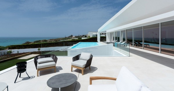 Houses in the Algarve with the signature of distinguished architects in the real estate world