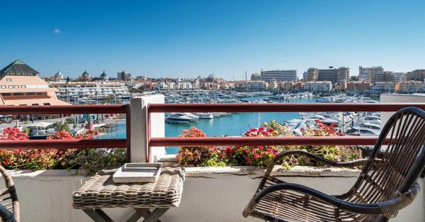 Houses for sale in the Algarve near paradise